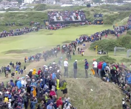 The Open 2017: Jordan Spieth gets trapped on mini mountain for bogey, eagles No. 15