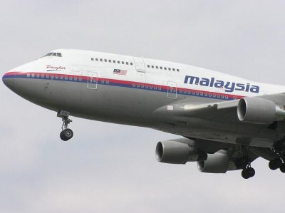 Report: MH17 hit by high-energy objects, broke apart midflight