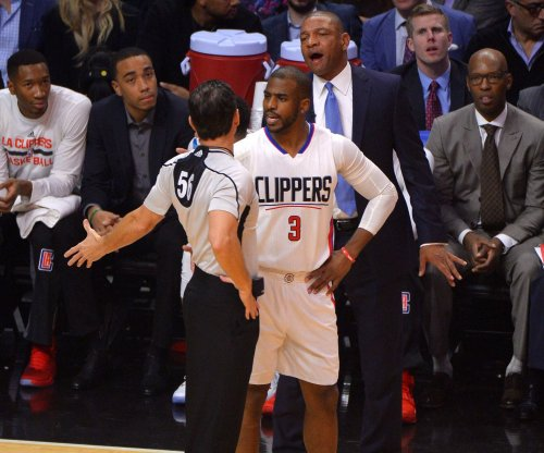 Los Angeles Clippers G Chris Paul leaves game with thumb injury