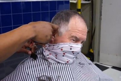 Patriots coach Bill Belichick gets head shaved for charity