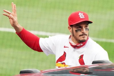 Nolan Arenado hits go-ahead homer in first home game with Cardinals