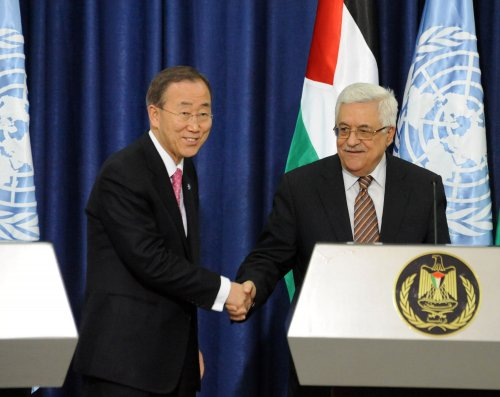 Palestinian protesters throw shoes at Ban Ki-moon