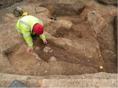 Ancient Roman cemetery found under British parking lot