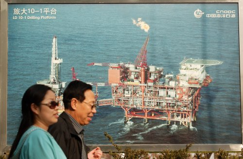 Vietnam asks China to move oil rig