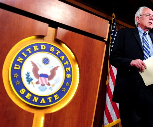 Independent Sen. Bernie Sanders challenges Clinton in presidential race