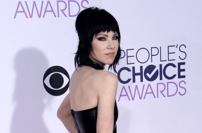 Carly Rae Jepsen releases 'Boy Problems' video
