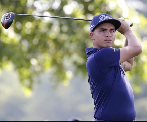 Rickie Fowler shoots 68, grabs Barclays lead