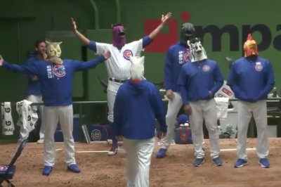 Chicago Cubs, Arizona Diamondbacks have dance off during rain delay