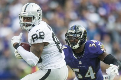 New York Jets claim former Oakland Raiders TE Clive Walford