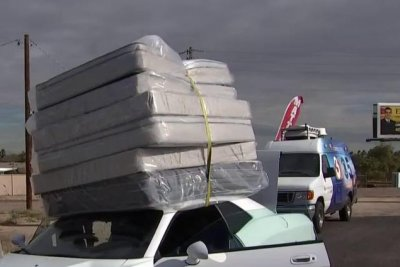 Sports car toting six mattresses turns heads in Arizona
