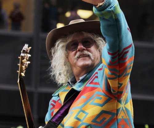 Folk singer Arlo Guthrie announces retirement from touring