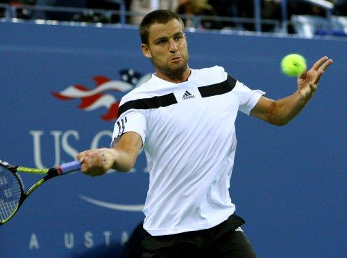 Youzhny wins three-set challenge in St. Petersburg Open