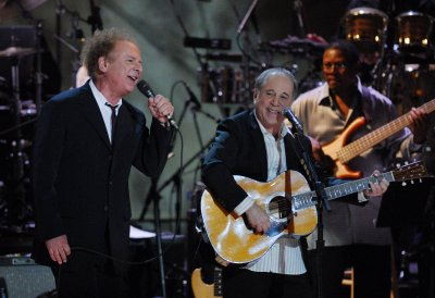Simon and Garfunkel planning tour