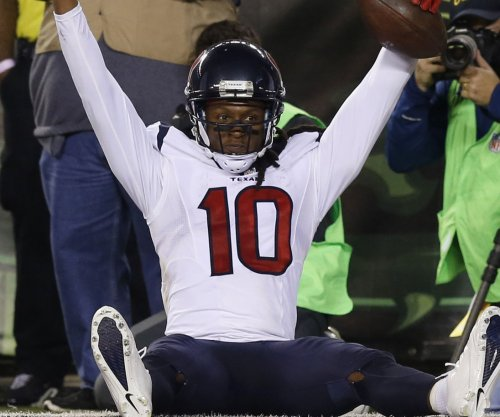 Houston Texans' DeAndre Hopkins trying to make more connections with Brock Osweiler