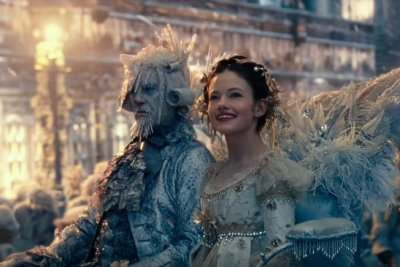Mackenzie Foy protects the realms in new 'Nutcracker' trailer