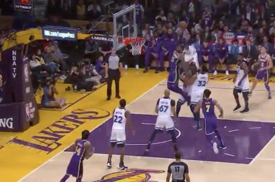 Lakers' LeBron James dunks over entire Timberwolves team