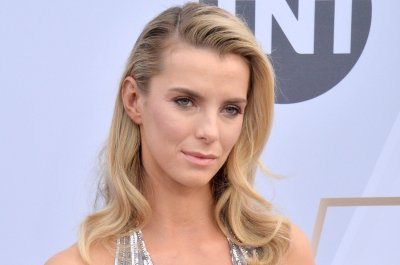 Betty Gilpin sings Britney Spears song as Ella Fitzgerald, Louis Armstrong