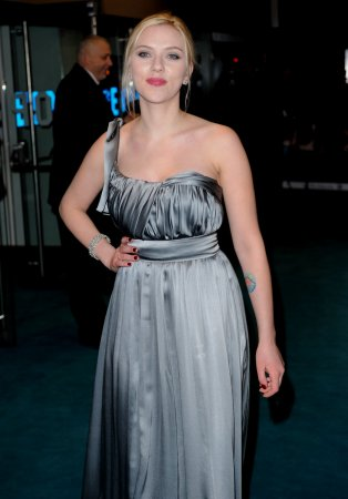 Scarlett: Costumes helped with Boleyn role