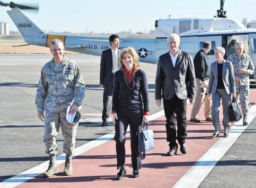 Caroline Kennedy welcomed to Japan by thousands