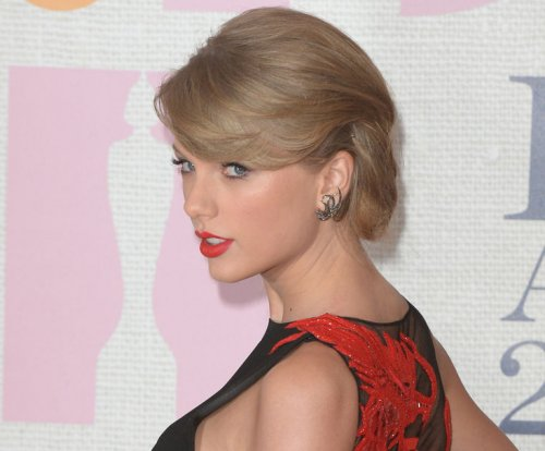 Taylor Swift buys porn-site domains with her name