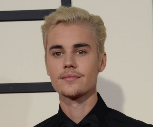 Justin Bieber, Sofia Richie get close in Mexico