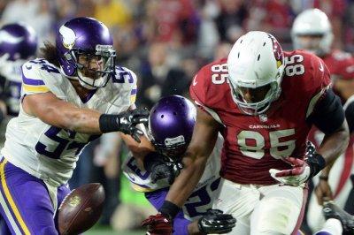 Minnesota Vikings LB Eric Kendricks departs with hip injury