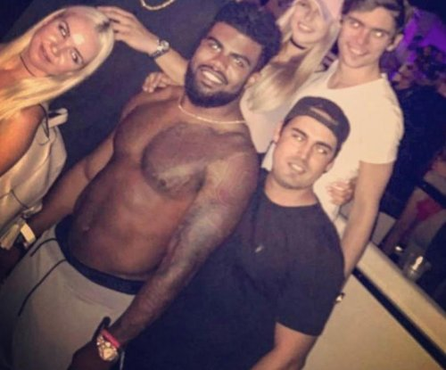 Ezekiel Elliott, Rob Gronkowksi party shirtless in Miami