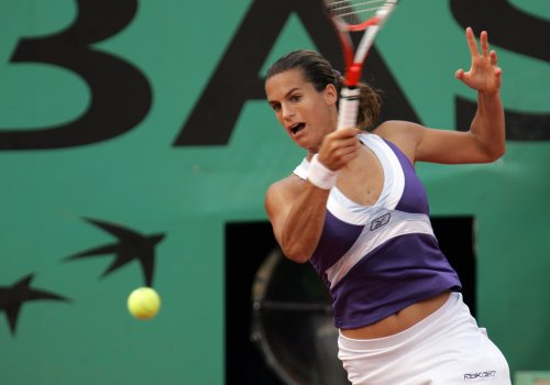 Mauresmo, Peer advance in Qatar