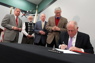 Gov. Quinn: Breakfast is bananas on minimum wage