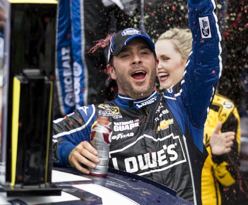 Jimmie Johnson wins at Dover for a record-extending 10th time