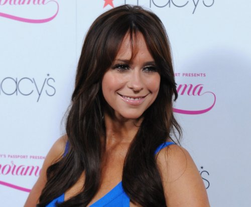 Jennifer Love Hewitt apologizes for looking 'wrecked' on red carpet