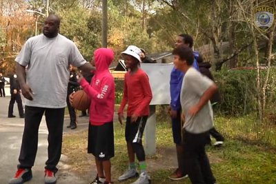 Shaquille O'Neal joins police for basketball game
