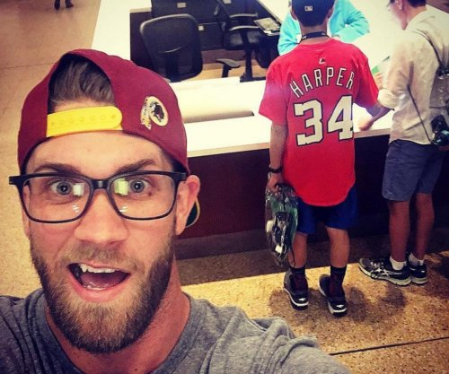 Bryce Harper selfies at Smithsonian