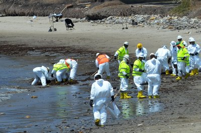 Pipeline company says charges from California coast oil spill unwarranted