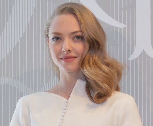 Amanda Seyfried wants low-key wedding to Thomas Sadoski