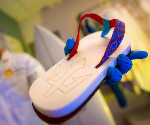 Students, researchers turn algae into renewable flip-flops