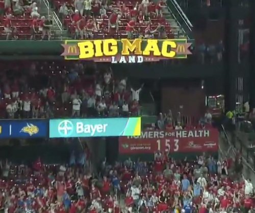 Cardinals' Paul DeJong breaks light with 105-mph homer vs. Brewers