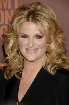 Trisha Yearwood, Santana among others to perform anthem at World Series