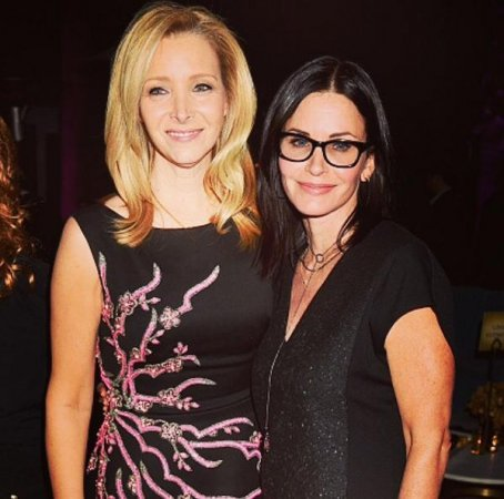 Courteney Cox, Lisa Kudrow reunite at 'The Comeback' premiere
