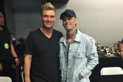 Nick, Aaron Carter announce dad Bob's death