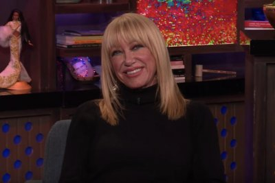 Suzanne Somers apologized to Barry Manilow for confirming wedding
