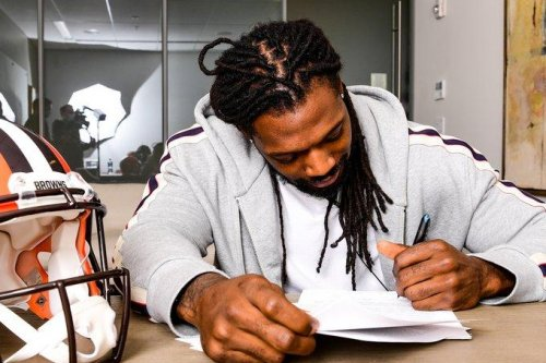 Cleveland Browns sign three-time Pro Bowler Jadeveon Clowney