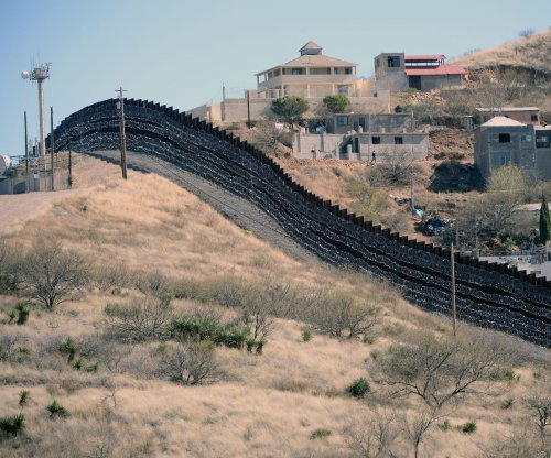 Pentagon to send another 1,000 troops to Mexican border
