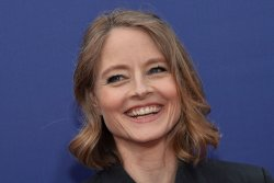 Jodie Foster on Aaron Rodgers shoutout: 'That makes me a Green Bay Packer'