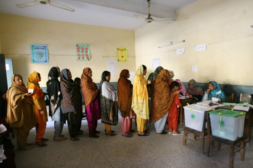 Pakistani women face road blocks to vote