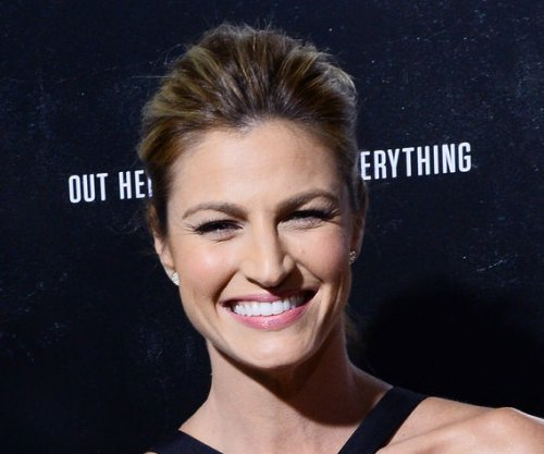 Erin Andrews sparks engagement rumors with diamond ring