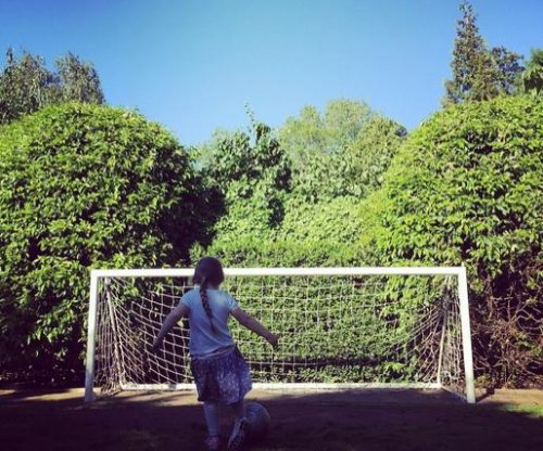 Harper Beckham practices soccer: 'Mia Hamm eat your heart out'