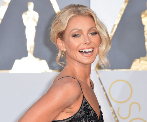 Kelly Ripa offers viewers a chance to co-host 'Live,' announces more co-hosts