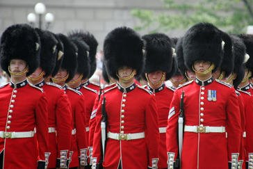 Windsor Castle gets steel barriers for Changing of the Guard parades
