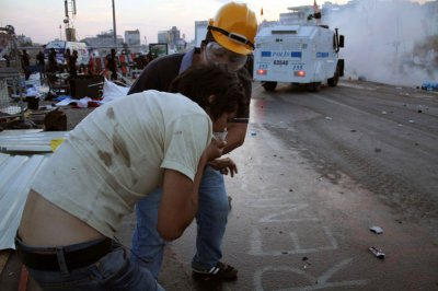 Tear gas, arrests at Istanbul May Day demonstration